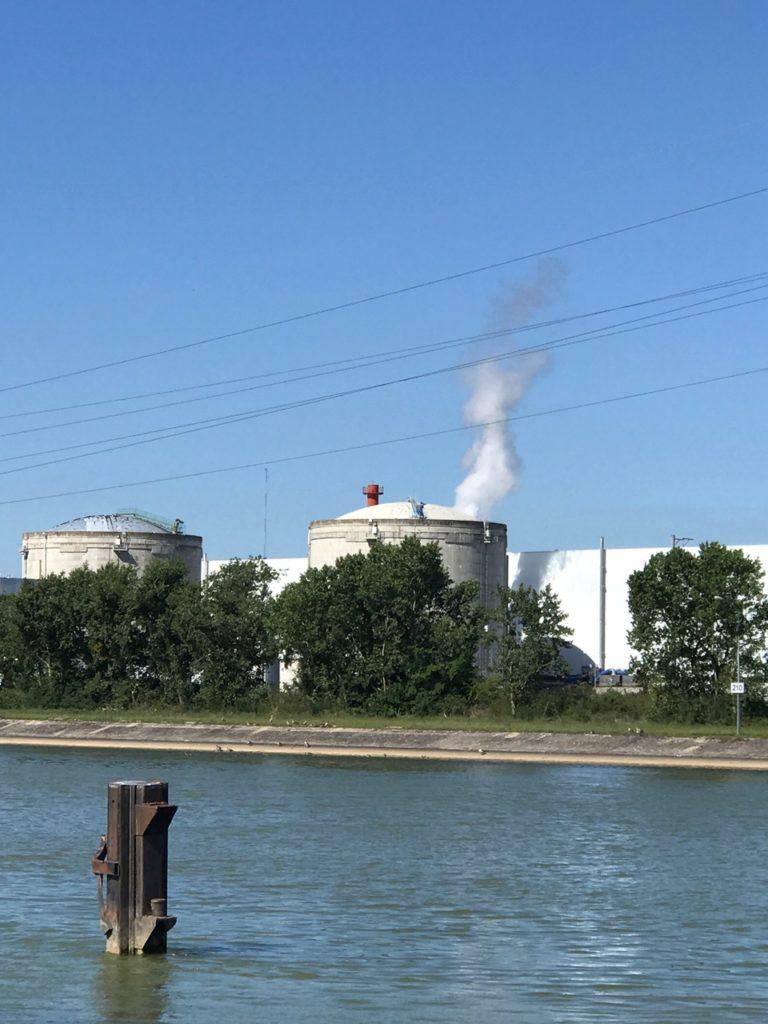 photo de la centrale vue du canal